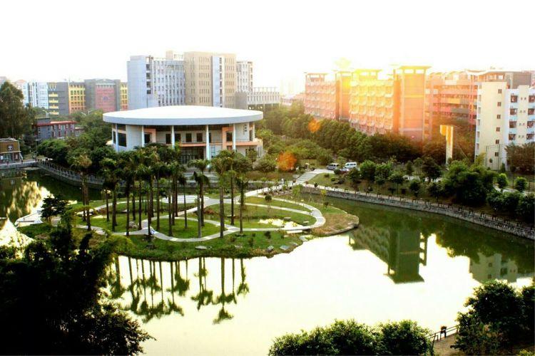 广州岭南护养院和养老院的区别