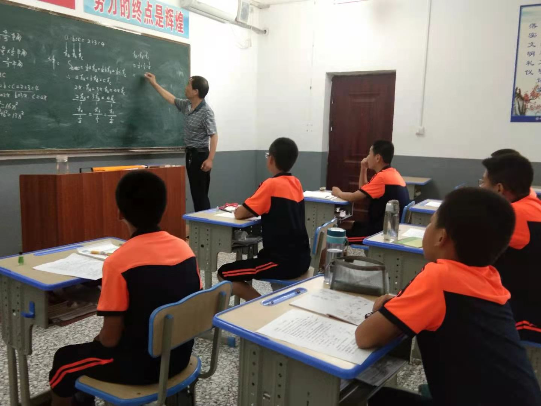 管教问题学生的学校