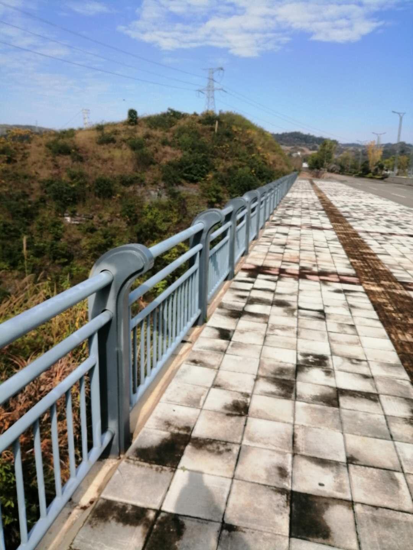 橋梁防護欄現貨供應、**生產不銹鋼橋梁護欄