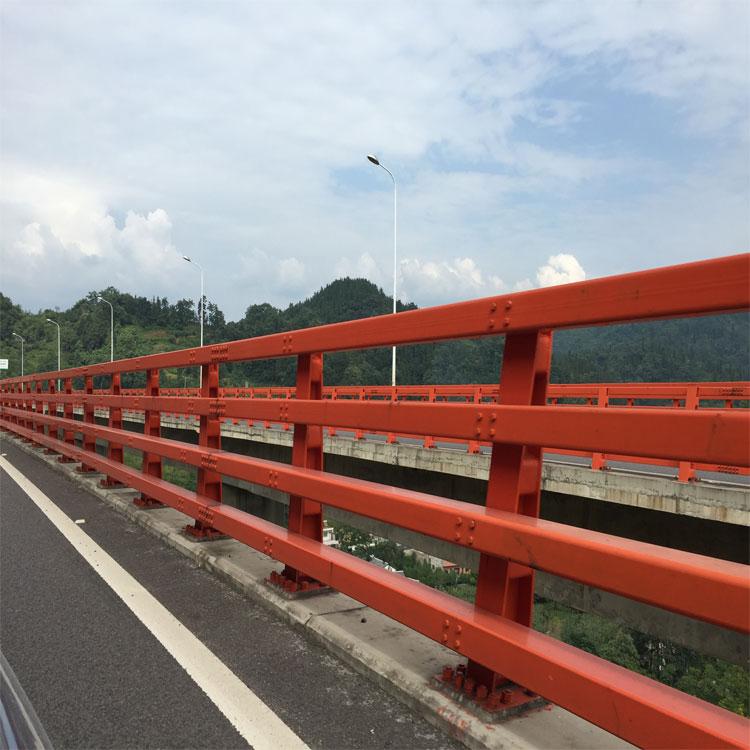貴州廠家生產供應不銹鋼橋梁護欄、規格支持定制、種類齊全、生產技術完善、安裝技術嫻熟