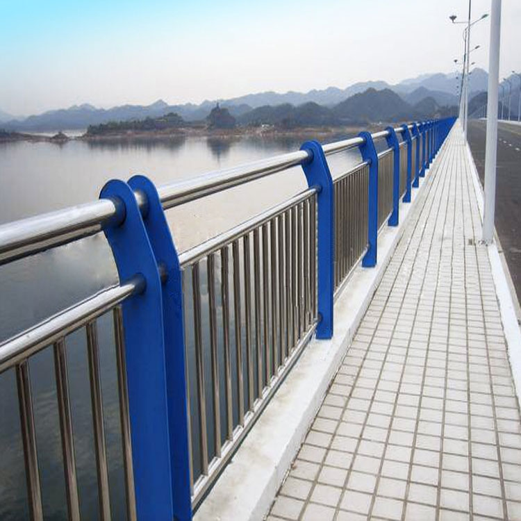 斯達特廠家生產供應橋梁護欄、可現場加工安裝、可整件發貨、規格包含201不銹鋼、304不銹鋼、不銹鋼復合管、歡迎咨詢