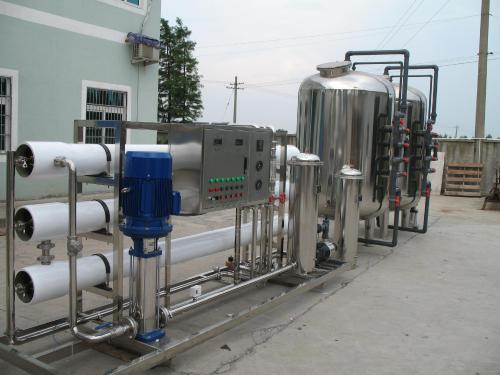 信陽桶裝水設備公司 立足市場